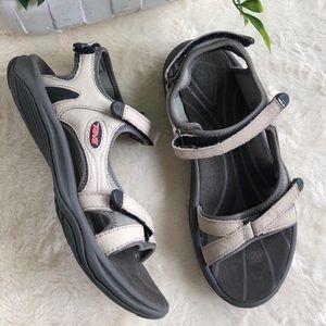 Teva hiking athletic sandals cream black 7